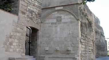 Font del Castell i entrada per la plaça de Sant Andreu
