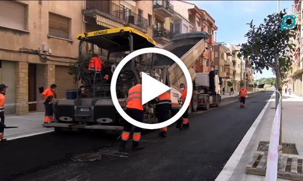Tasques d'asfaltat al remodelat carrer President Companys
