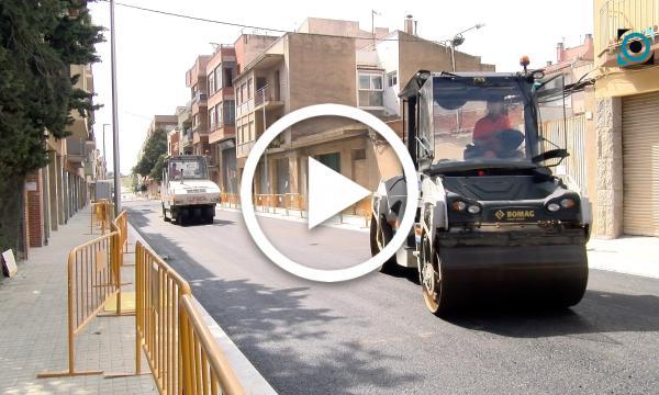 La fase d'asfaltat encara la recta final de les obres del carrer Joan Domingo